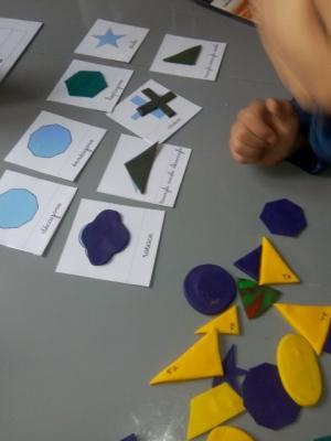 montessori carte figure formes geometriques