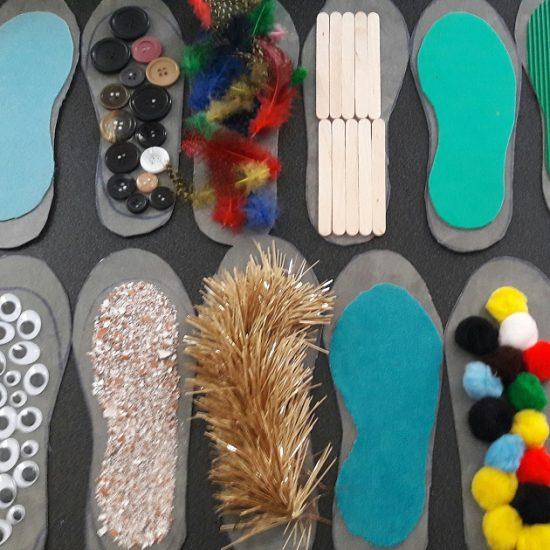 fabriquer-un-chemin-sensoriel-enfant-montessori